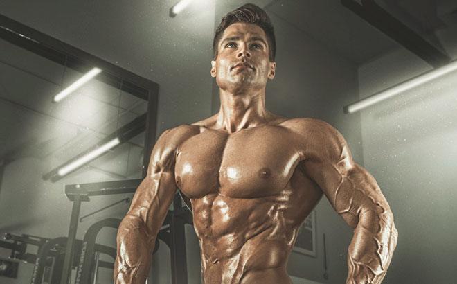Рельефное мужское тело