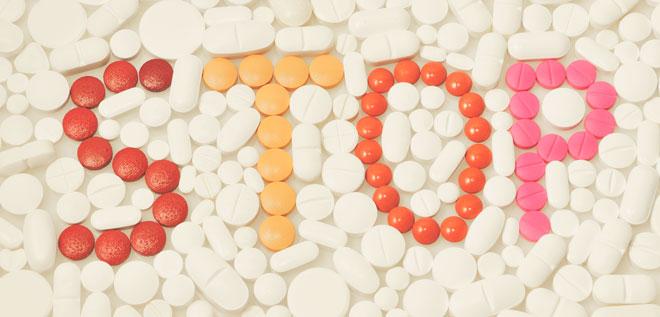 Слово STOP из таблеток