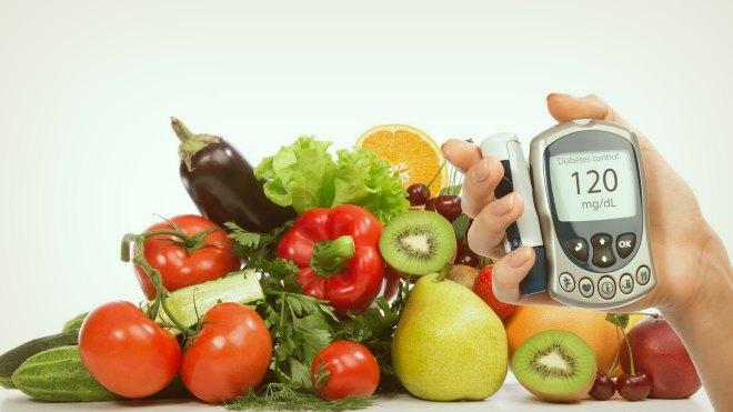 Фрукты, овощи и глюкометр